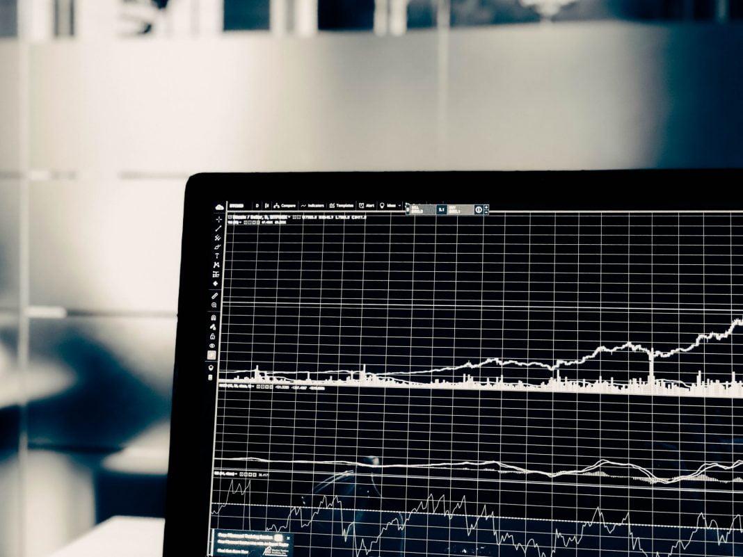 Kombiner interessen for bil med aksjer og trading